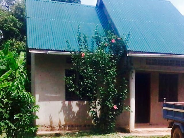 adventure house far from  city in forest setting - Kampala - Casa