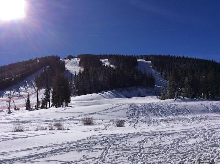FP120 Heavenly Ski In Studio w Kitchen!Copper Mtn