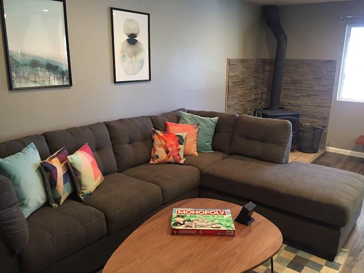 WOW!! Clean, Modern, 1BR/1BA Condo. New Furniture