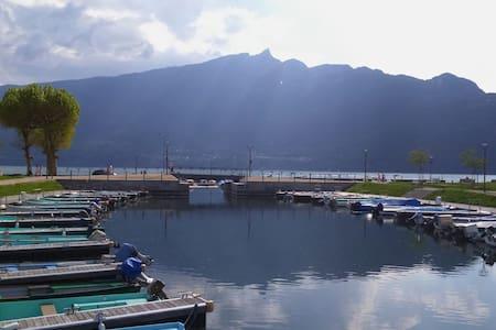 Perle de l'Ô face au Lac du Bourget
