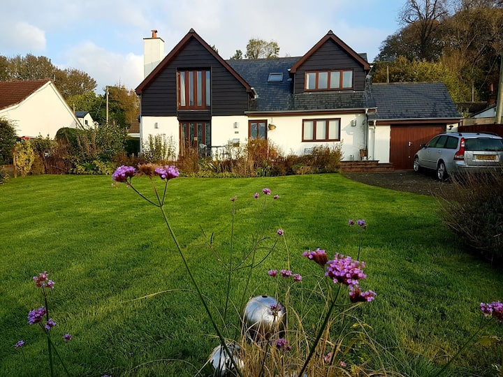 Beautiful home amazing views by Offas Dyke path