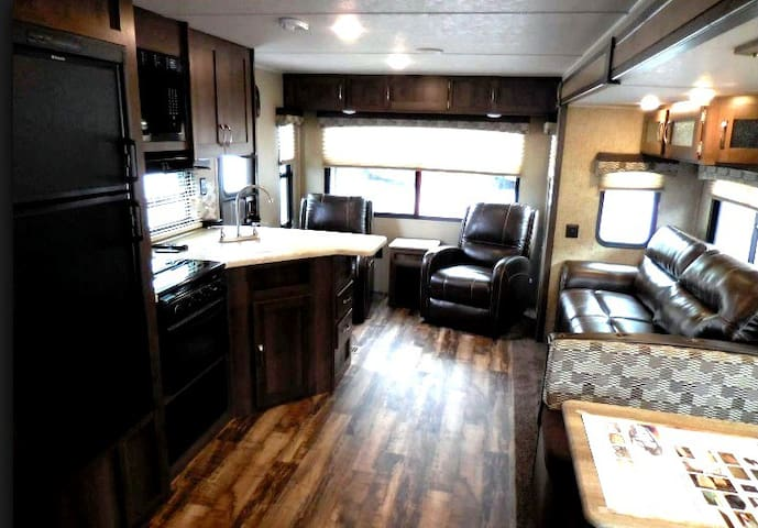 Palomino 27' Camper: Children and pets welcome! - Greer