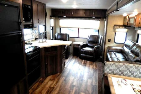 Palomino 27' Camper: Children and pets welcome! - Greer - Trailer