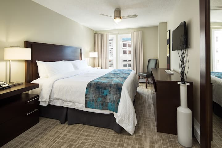 Downtown Executive One-bedroom King Suite
