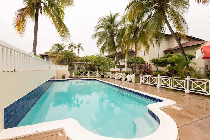 GARDEN OASIS  3 BD 3 BTH Alluring Secure Apartment