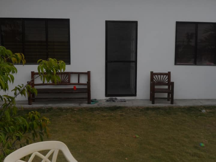 Room for rent-1 to 3 weeks Max-Shar