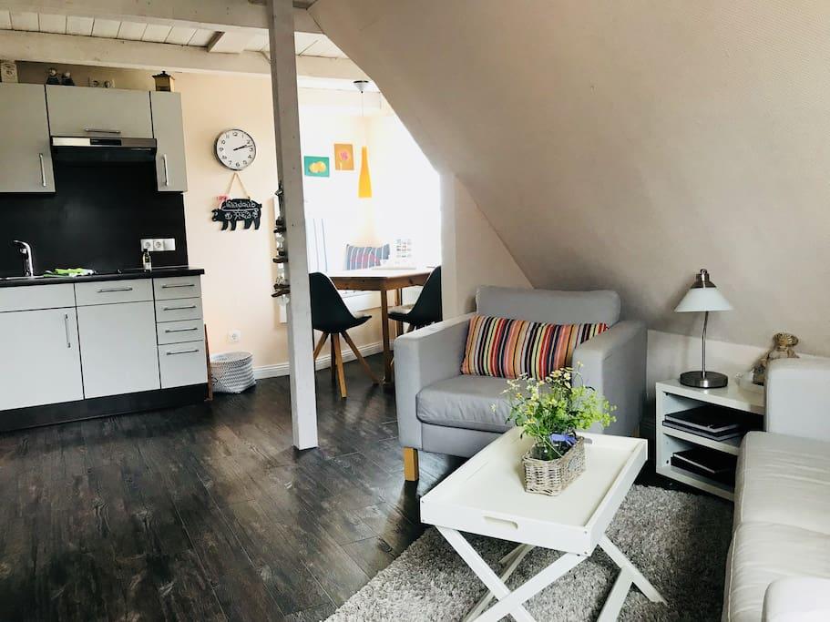 gem tliche wohnung mit kamin nahe am meer wohnungen zur miete in oldsum sh deutschland. Black Bedroom Furniture Sets. Home Design Ideas