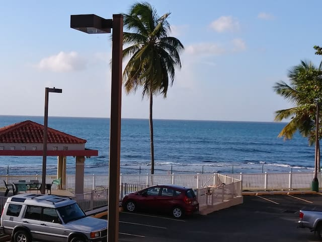 Ocean front Table Rock Condo, amazing sunset view