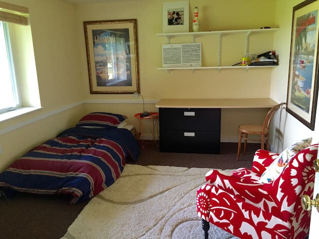 Bright, cozy efficiency apt. with private entrance