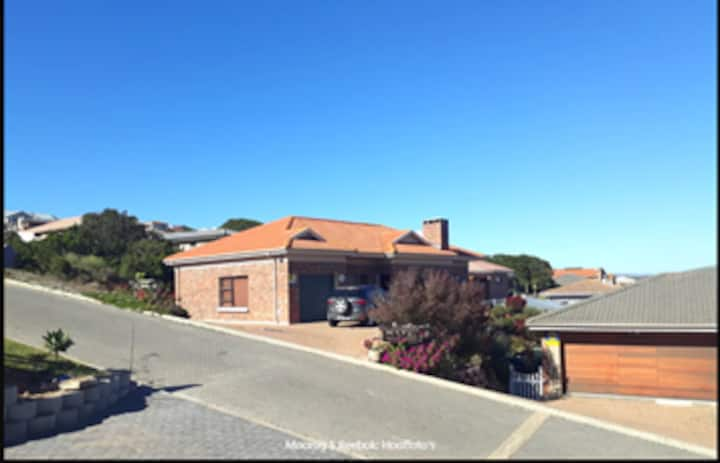 Family house on Garden Route that is a must