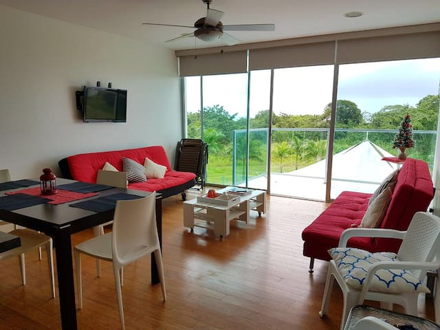Sala con 2 Sofa Cama y un TV Smart