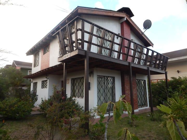 Acogedora Casa a pocas cuadras de Playa Algarrobo