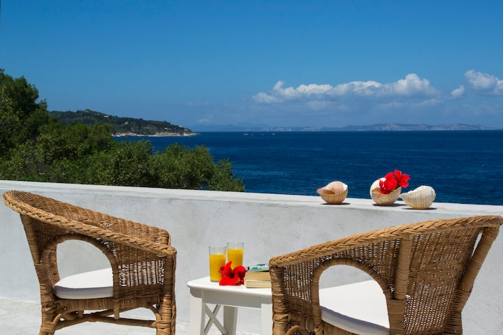 Paxos Sunrise one Bedroom house Sea Front