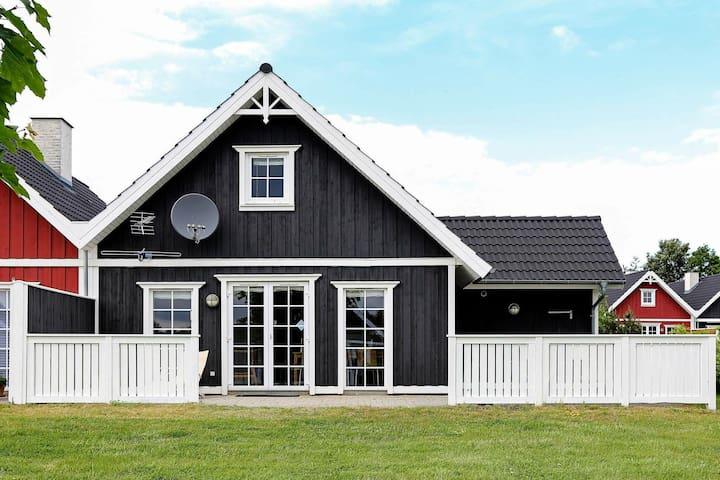 Espaciosa casa vacacional en Skaelskor con sauna