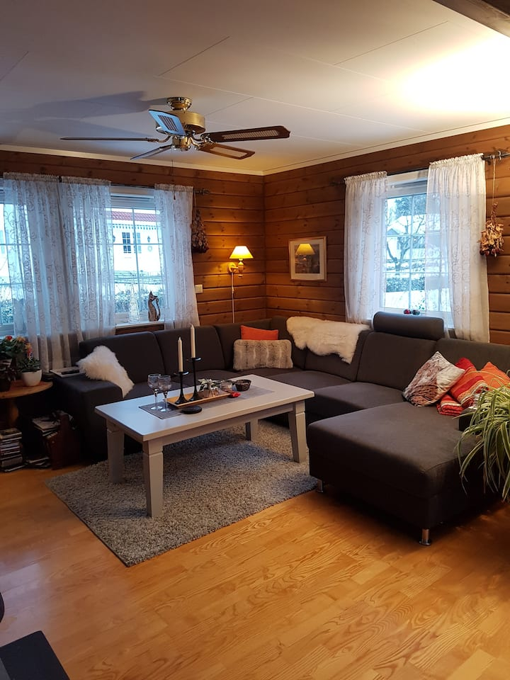 Privat rom i hus med massasjesalong i garasjen