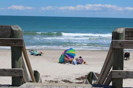 COZY 4 BEDROOM BEACH HOUSE SLEEPS 8 - Indian Harbour Beach - Ház