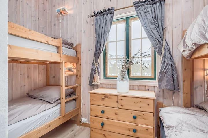 1 family bunkbed + 1 bunkbed