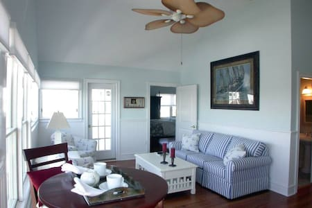 Yacht Master Suite @ Marsh Harbour Inn - Bald Head Island - Bed & Breakfast