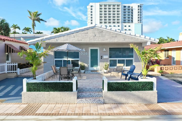 Steps away from the sand & FREE parking!