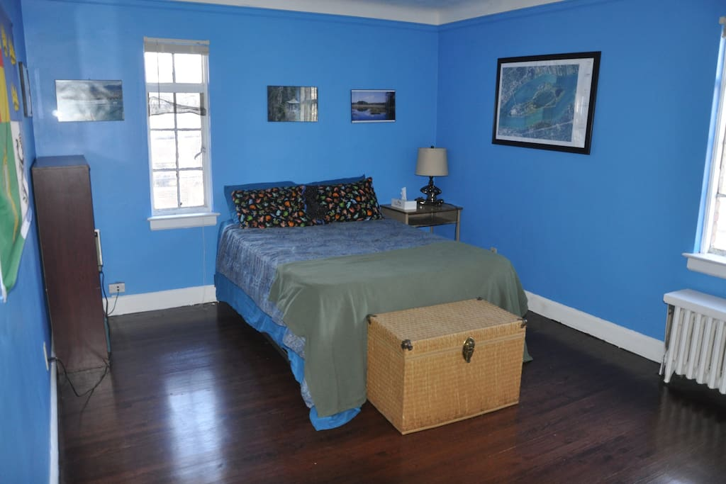 The blue room large 2nd floor bedroom in detroit houses for 7 bedroom house for rent in michigan