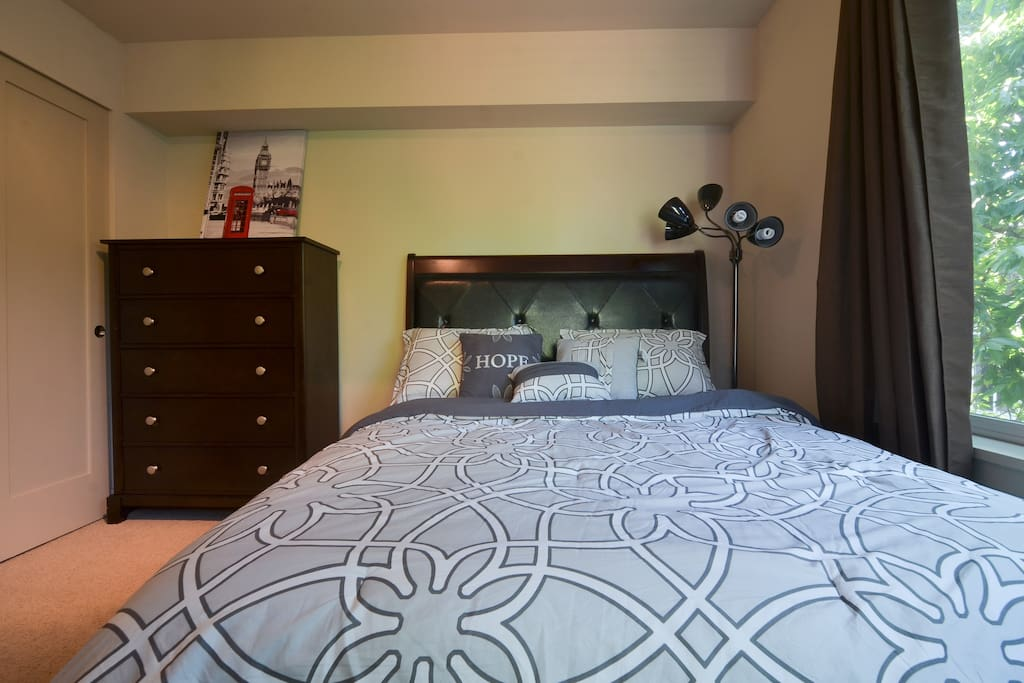 Enjoy a comfortable night in a queen bed.