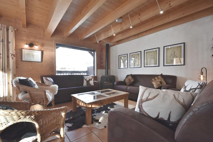 Ski-in ski out 4 star 5 bed chalet for 15 at the foot of the slopes!