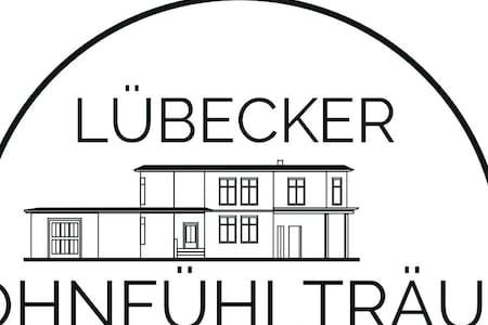 FeWo in einem Stadthaus - Lübeck - Talo