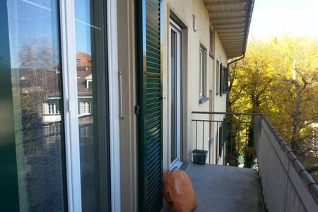 2.5- Zimmerwohnung mit 2 Balkonen - Ostermundigen - 公寓