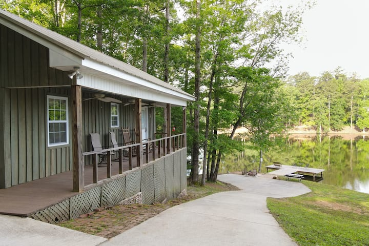 Secluded Cabin on Private Lake Robin-Dog Friendly