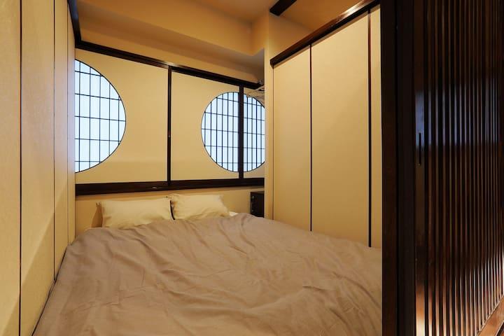 【ダブルベット1台+シングルベット1台半個室】仙台駅から地下鉄2分。広瀬通り駅徒歩3分 仙台中心。