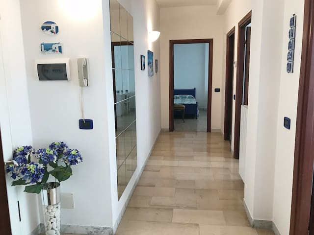 BLUE & WHITE Apartment