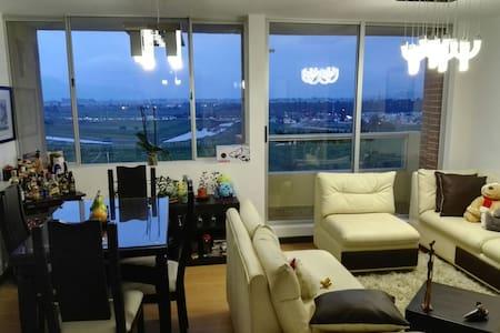 Private Room near to El Dorado Airport (20/30 min) - Bogotá