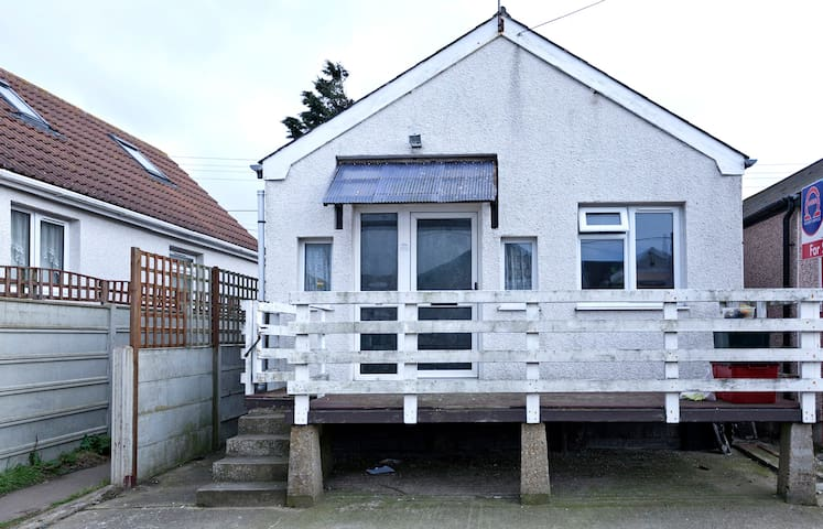 Room/house by the sea - Jaywick - Bungalou