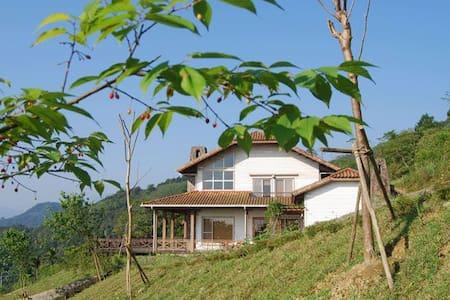 玉蘭99-溫暖舒適的小木屋 一場忘卻煩憂的放鬆假期-鄰近蘭陽平原夜景 松羅九寮溪步道 清泉地熱 : - Datong Township