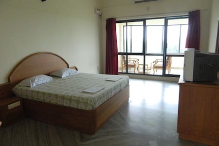 Deluxe suite, with private sitting room & bathroom - Kanyakumari