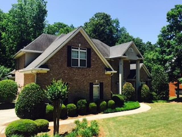 4 br home private gated community - McDonough - Haus