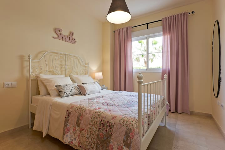 UrbanChic 2-BR 2-BA Golf Oasis in Benalmadena