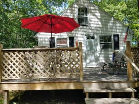 Adorable, quiet, sunny 2 bdrm cottage by the sea