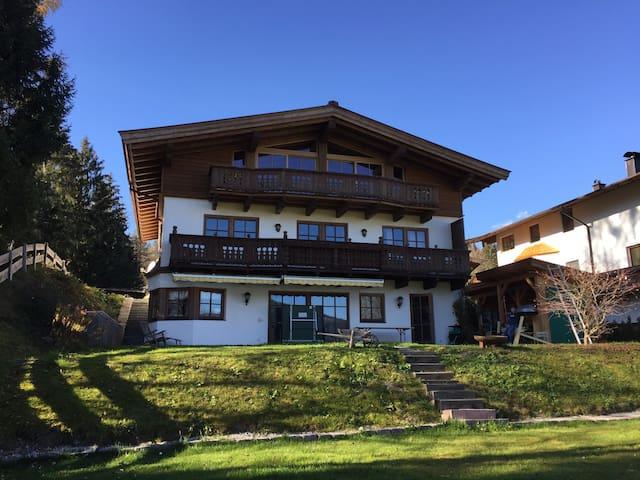 Wunderschönes Chalet mit Bergblick - Oberndorf in Tirol - House