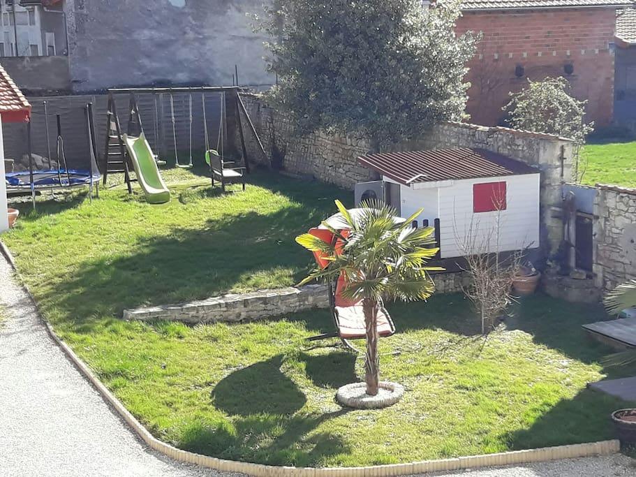 jardin clos ideal pour les enfants!