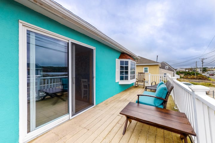 Beautiful beach home features private deck, free WiFi, board games, beach access