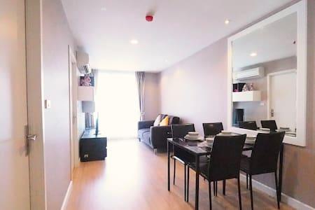 Fancy 2BR 2Bathrooms 6Pax Sukhumvit BTS Punnawithi - Condominio