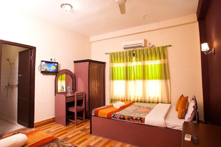 Sauraha Resort is located at main town Sauraha.