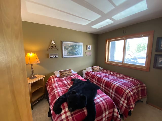 Second bedroom - two twin beds