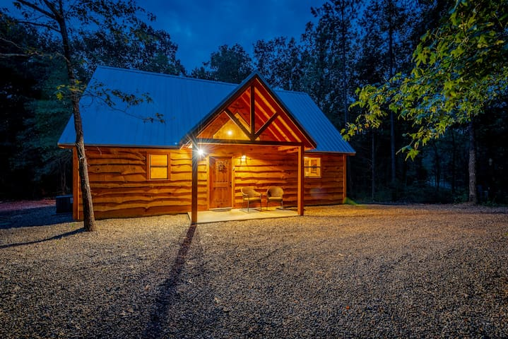 "The Beautiful & New ""Sweet Home Alabama Cabin""!"