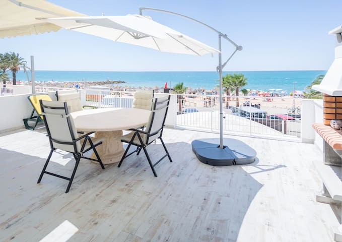 T2 Sea front Quarteira Algarve. 30 m2 terrace