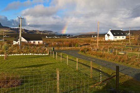 Rhanna, a room for two, with a view - Staffin - Huis