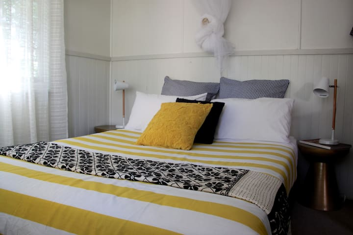 The Hideaway - bright and sunny private room - Byron Bay - Haus