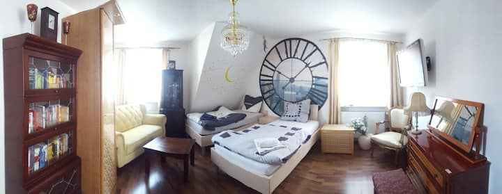 Centrally located comfortables 2 bed rooms