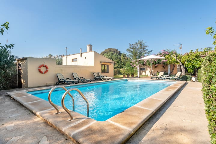 Private pool and near the beach – Villa Can Poquet